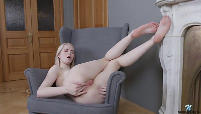 Clockwork Viktoria opens the brush legs and pleasures the brush wet pussy