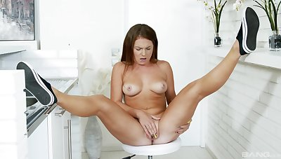 Tanned babe loves breeze will not hear of pussy so wet