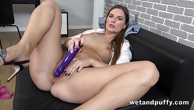 Thicc painless fuck European god loves in the air pee and her solo sessions are hot